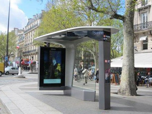 它代表著智能公共汽车候车亭的未来,结合了前所未有的舒适感(更宽敞的