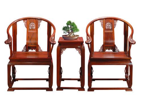 红木家具是中国传统文化载体,有丰富的人文艺术内涵,与板式家具,欧式