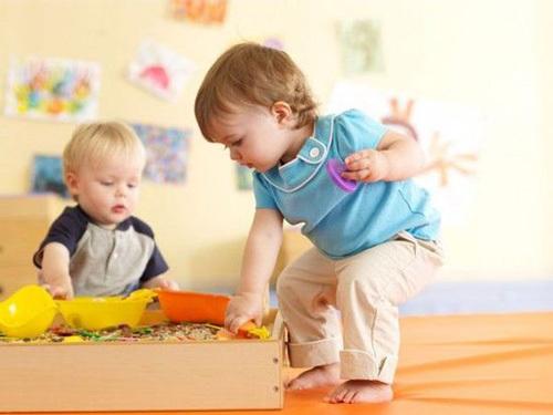教孩子收玩具