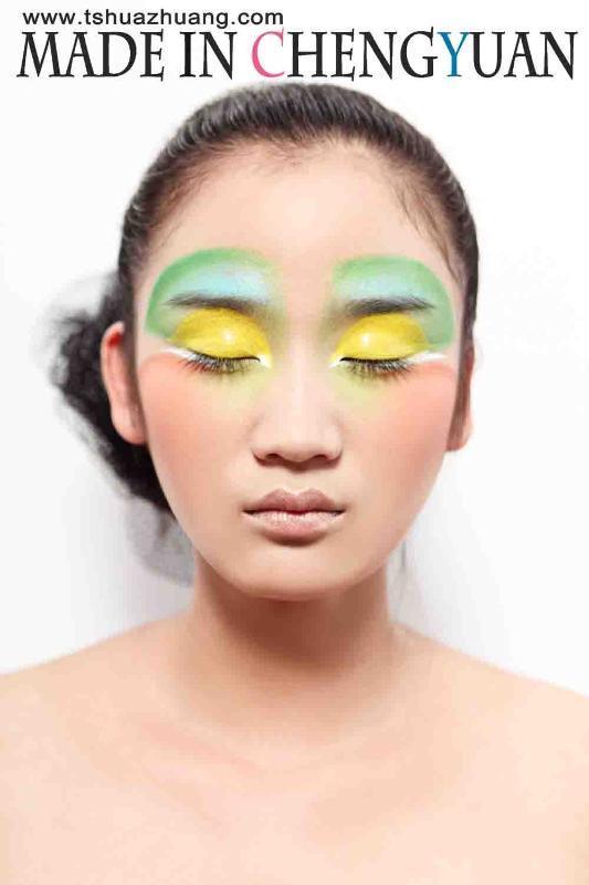 儿童彩妆眼影画法步骤