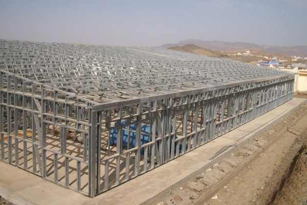 包装: 散装 产品详情     按材质:  金属结构房屋  轻钢结构房屋