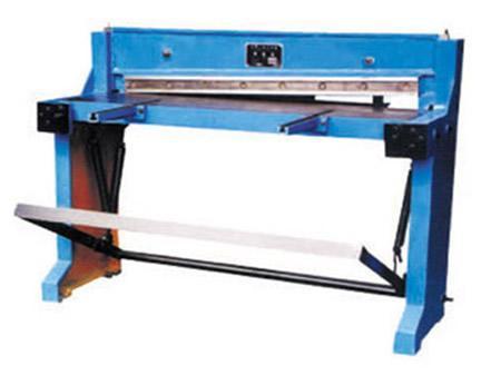 2,本机牀操作人员必须熟悉剪板机主要结构,性能和使用方法.