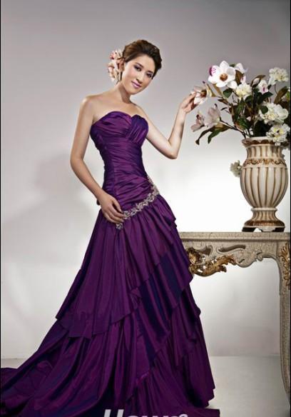 儿童紫色婚纱拖尾
