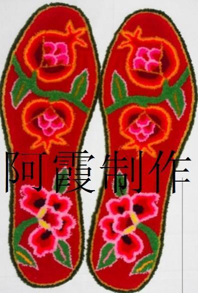 鞋垫的花纹图案是用立绒组成的,平坦,鲜艳并且具有立体效果,它的