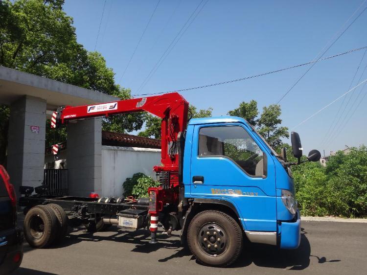 增加吊臂结构的强度;2吨吊机液压绞车的采用,提高了卷扬速度,噪音小
