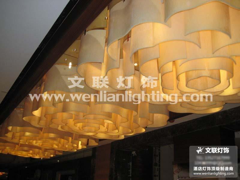 产品涵盖水晶灯,大堂灯,客房灯,工程灯,云石灯,铜灯,欧式灯,现代灯