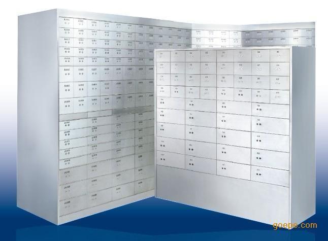 1。門板採用10mm高硬化防磁鋁合金和1mmSUS304不鏽鋼防磁板經進口鐳 射機切割,精密壓制 壓製而成。 2。每一箱門配有特製號碼牌,美觀,鮮明易於辨認和更換,箱號可以酒店或 者銀行指定順序編列。 3。鉸鏈爲高硬化鋁合金製成,表面經特殊氧化,耐蝕處理,具有內部閉鎖功