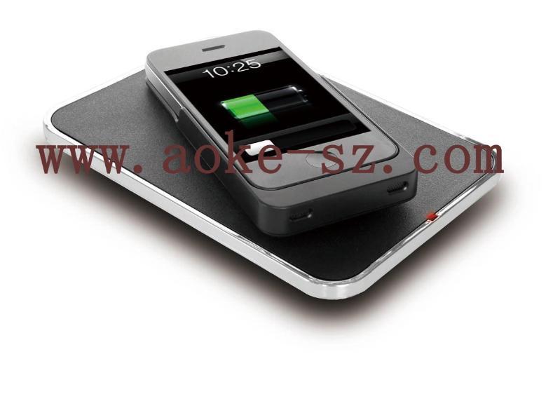 iPhone4/4S手機通過搭配電能接收器,即可在發射平板上進行無線充電。尺寸:110×155×20mm尺寸:126*61*14mm重量:150±5克(裸機淨重)重量:38±5克輸入:DC19/0.4Amax輸入功率:2.5W輸出功率:5Wmax輸出:DC5V/500mA待機電流:≤15mA(平均電流)充電時間:3.