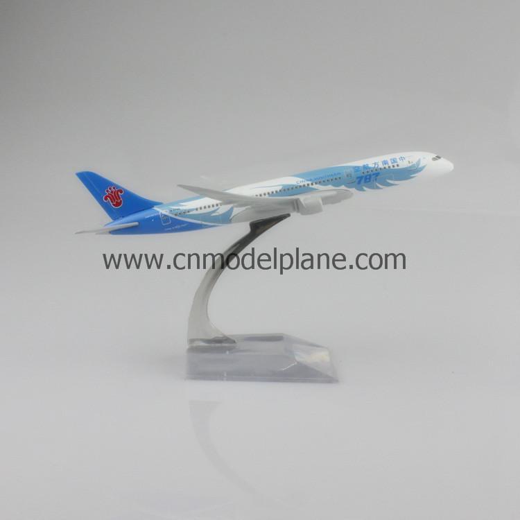 新型飞机囹�a_中国国际航空47cm树脂飞机模型(a330) 萨菲航空38cm树脂飞机模型(a340