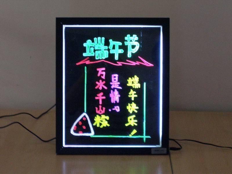 丽鑫电子荧光板          1,产品简介丽鑫电子荧光板是由高档特制边框