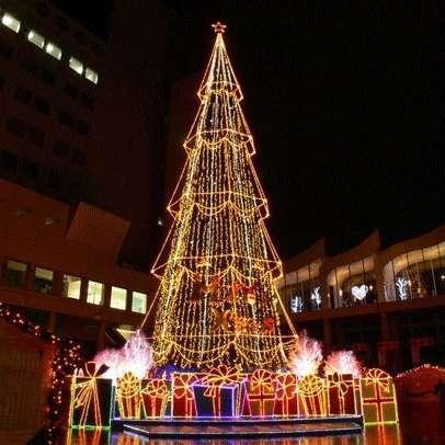 酒店室外大型圣诞灯树
