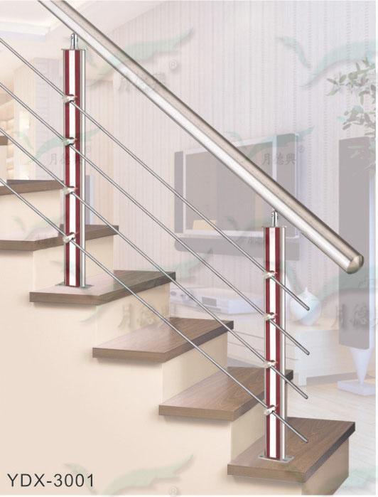 幼儿园纸箱布置楼梯