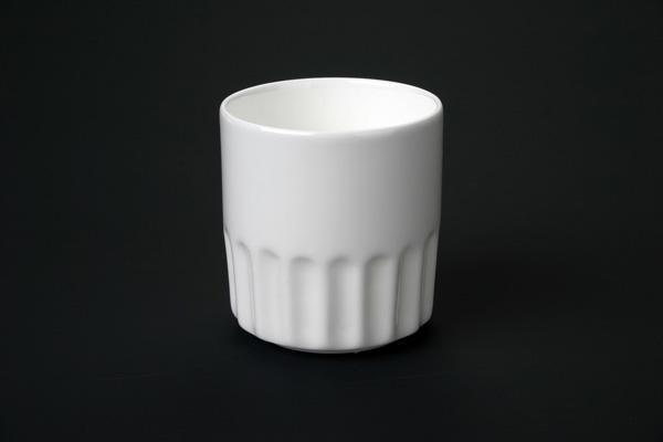 潮州市倍誠陶瓷製作廠位於中國瓷都—潮州,是一家集研發、生產、銷售於一體的企業。專業生產各類日用食具和陶瓷工藝品花瓶。花插。等。產品品種繁多,花色新穎,遠銷海外多個國家,得到新老客戶的好評。      本廠本着誠信經營,質量取勝,薄利多銷的宗旨,以最好的品質,最快的速度,最合理的價格竭誠爲海內外新老客戶服務。歡迎來樣生產加工!請聯繫我們,我們將努力成爲您的朋友和成功的合作伙伴!