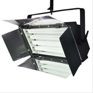 灯体主体采用铝合金挤压型材制作,结构为双夹层结构,部件全部为模具