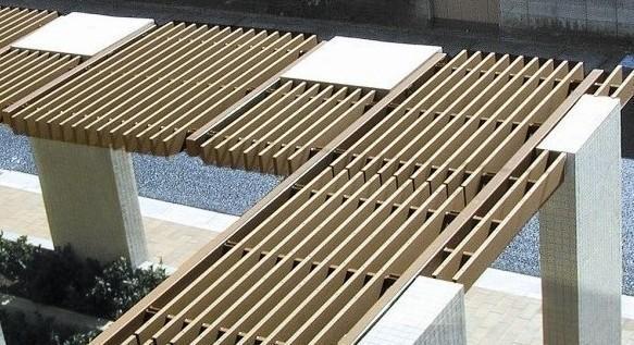 妙森美塑木是我們公司註冊的人工木材品牌,是一種用日本的技術及主要原材料在中國生產的綠色環保的生態產品。它的成分是55%的木粉、40%的樹酯及5%的其他複合材料,它具有天然木材的木質感和柔軟的手觸感,同時又具有塑料不會腐爛和變形的特性。與天然木材比較,它具有不腐爛,不變形,無毒無害,無裂痕及木刺、防蟲害、變色率低、使用年限長且無需維護、還可以迴圈再生等等優點。如需要適量的承重可以考慮在塑木當中加金屬件的方案。該材料十多種不同的型材,可使用於各種不同的需要(戶外的地板、涼亭、親水平臺、橋樑、建築物外立面裝