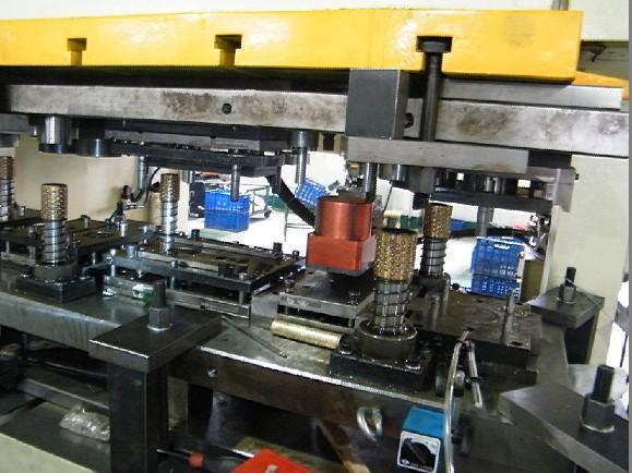 产品目录 制造加工机械 模具 冲压模具 03 法斯特模内攻牙机(ft200d