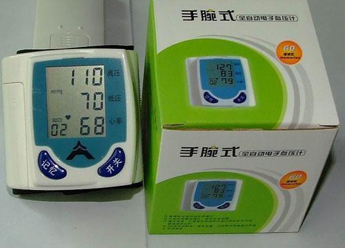 按测量部位来划分,家庭用电子血压计可分为腕带