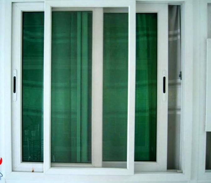 塑鋼推拉窗異型材包括推拉框材和推拉扇材;推拉框材是由窗框主滑道、排水腔體、鋼襯腔體、保溫腔體、紗窗滑道構成,窗框主滑道爲兩道,表面呈凹狀,與推拉扇材的密封膠條鎖道中的膠條配合 本實用新型塑鋼密封推拉窗異型材,比傳統塑鋼推拉窗異型材增加三道密封,達到平開窗的密封郊果,其設計合理,具有保溫性能、隔音性能、抗老化性能、氣密性、水密性、耐腐蝕等性能好的特點,增加了安全使用性能,並可節省室內空間。調查比較,即:使用塑鋼門窗比使用木門窗的房間冬季室內溫度可高4—5度;北方地區使用雙層玻璃效果更佳。據建研院