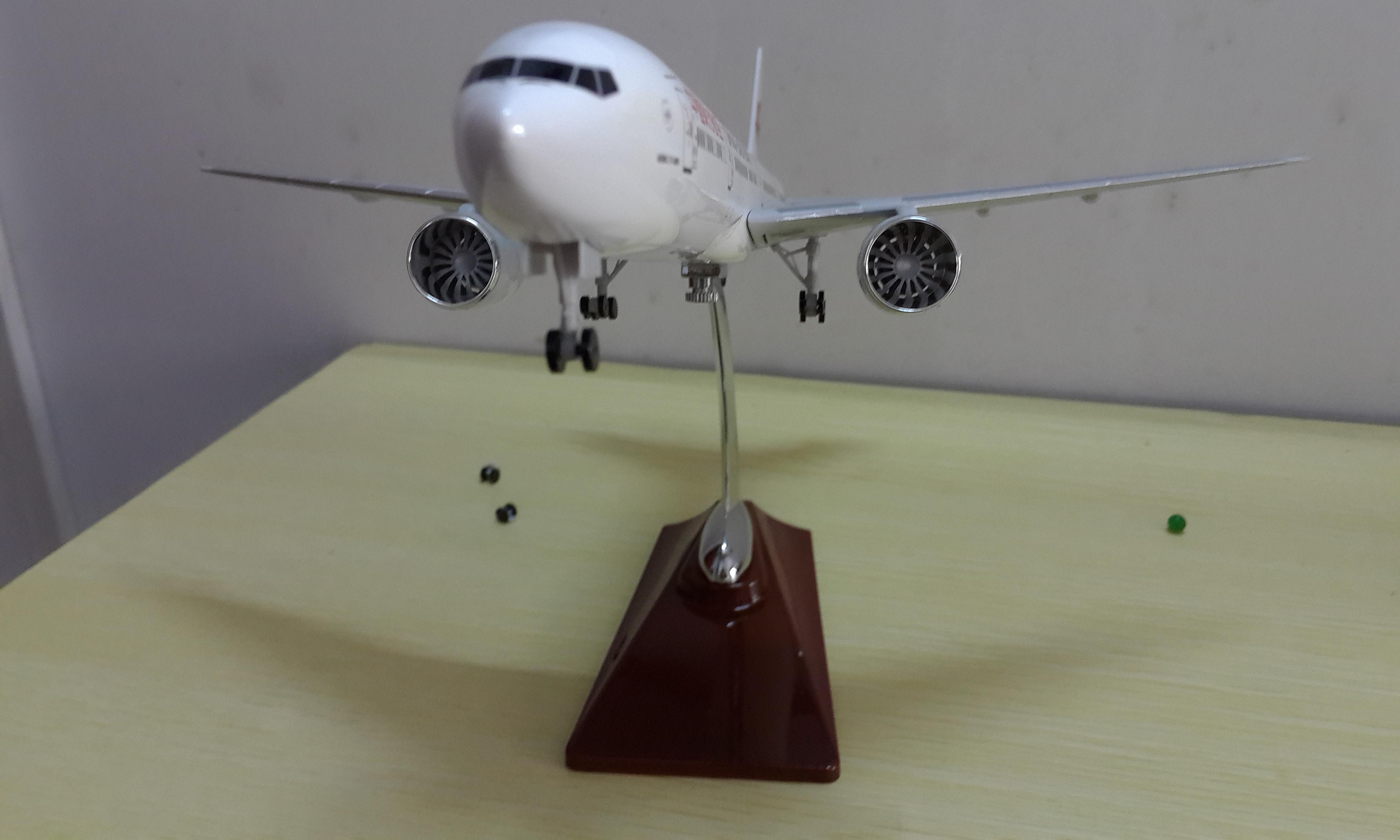树脂(玻璃钢)材料为主体的飞机模型