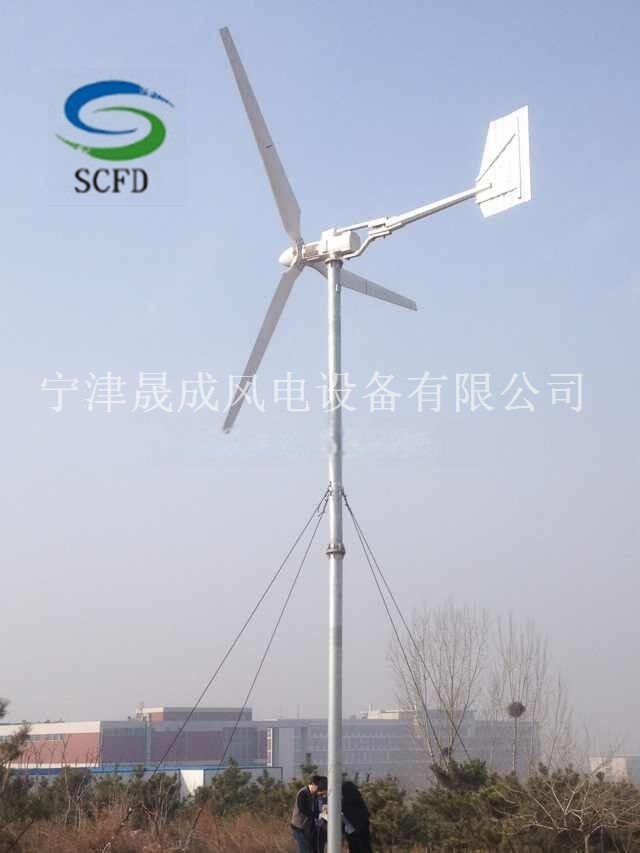 風力發電機作爲一種新型的環保設備,被廣大人們所接受。國家對風電併網技術的支持,也推動了風力發電技術的發展,晟成風電設備生產300W-1000W離網水準軸小型風力發電機,2KW-20kw併網三項永磁風力發電機,我公司誠招全國經銷商,更多有關產品資訊請致電 15206953886 產品特點 1、起動風速低,風能利用率高;體積小,外型美觀、運行振動低。2、安裝採用人性化設計,方便設備安裝、維護和檢修。3、風輪葉片採用新工藝經精密注射成型,配以優化的氣動外形設計和結構設計,風能利用係數高,增加了年發電量。4、發電