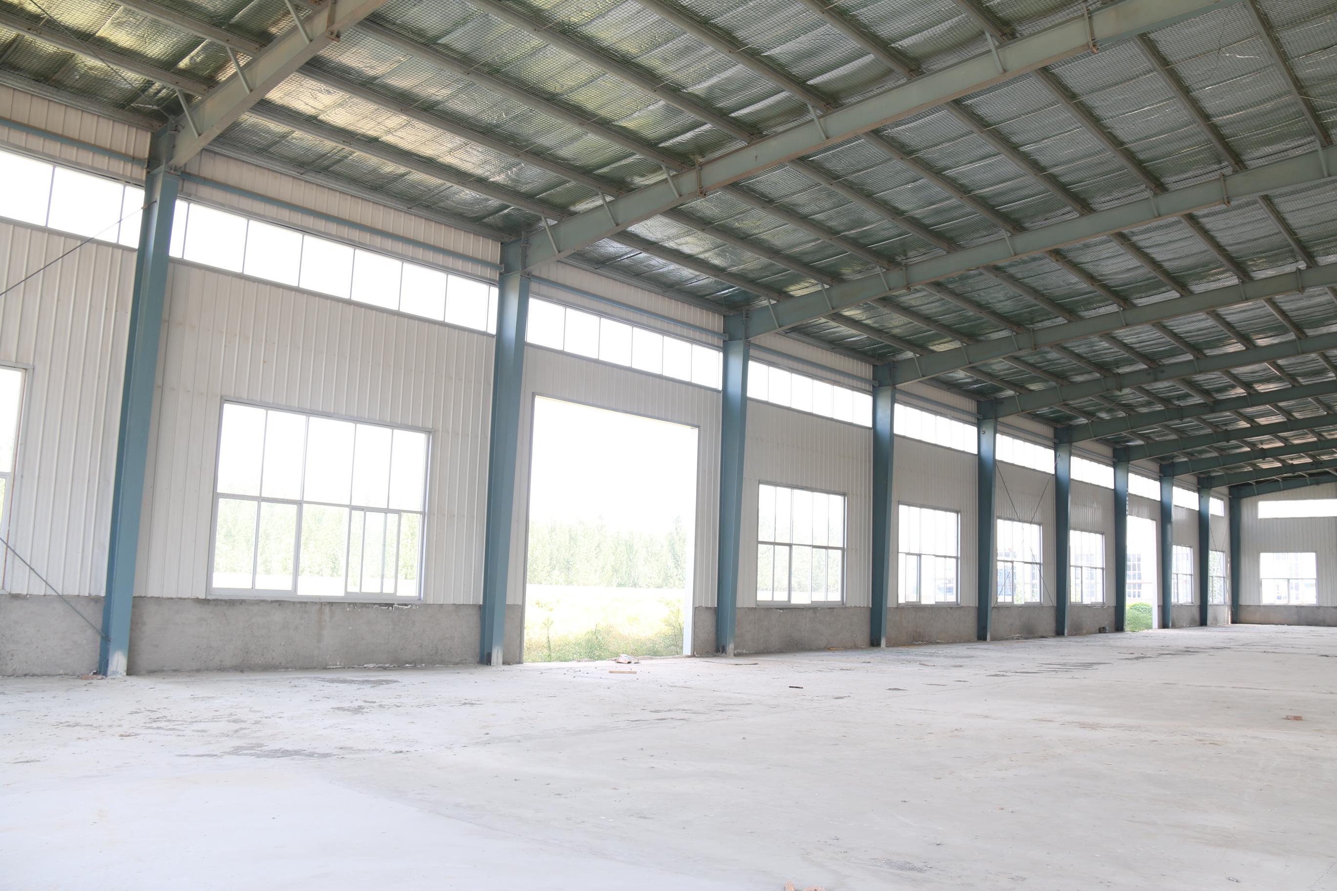 定制大型美观钢结构防火型仓库 空间宽阔采光通风效果