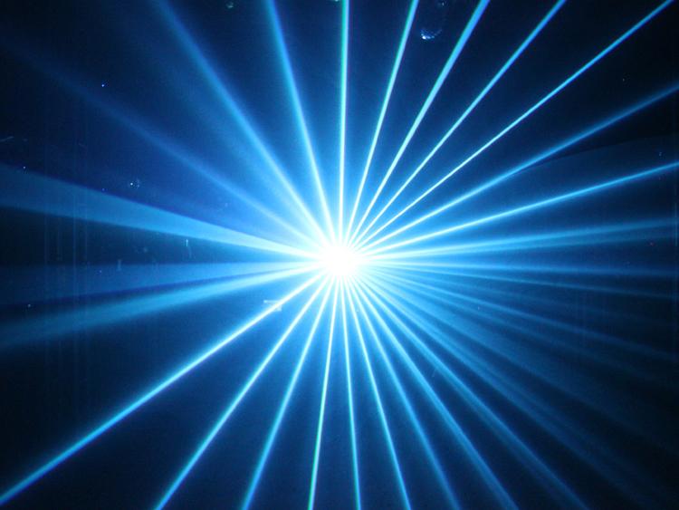 特點:紅綠藍全彩色動畫鐳射,採用高速度振鏡掃描技術,圖案具斷筆、頻閃、旋轉、翻滾、移動、拉伸、縮放、漸繪、速度、顏色等效果,具圖案大小調節功能,內置128個光束及動畫圖案,可做光束動畫表演、鐳射廣告、鐳射投影 掃描系統:25KPPS高速振鏡,20度+-大角度掃描 鐳射器:300mW綠鐳射(532nm)溫控 600mW紅鐳射(650nm)溫控 600mW藍鐳射(450nm)溫控 合成1500mW白光控制模式:DMX512、聲控、自動光束、自動動畫、主從同步、PC控制DMX功能:十二通道控制,具黑場功