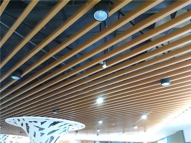 专业条形木纹铝格栅吊顶安装 仿木纹铝方通天花包工包