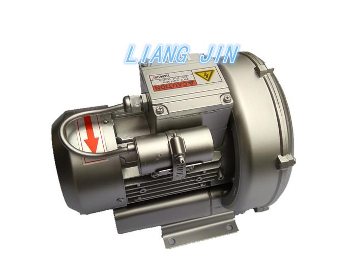 單相220V高壓鼓風機結構說明: 1、特殊葉片設計,壓力高、風量大、噪音低、壽命長。 2、風量控制穩定性高,操作容易。 3、樣式種類齊全。 4、絕緣性能強,安裝容易, 可靠性高,高壓縮比,軸承運轉溫度低,無油無污染,保養容易,外觀優美, 最高品質. 5、高壓和高吸力的產生在於葉輪獨特的設計。旋渦氣泵的葉輪邊緣帶有多個葉片,當葉輪旋轉時,由於離心作用,兩個葉片中的空氣被快速地往外緣方向運動,傳轉輸能量,風壓被快速疊加,便形成了高壓或高力其速度得到增加。當空氣被風道重新導入葉輪後,將再次被加速。由於多個葉片