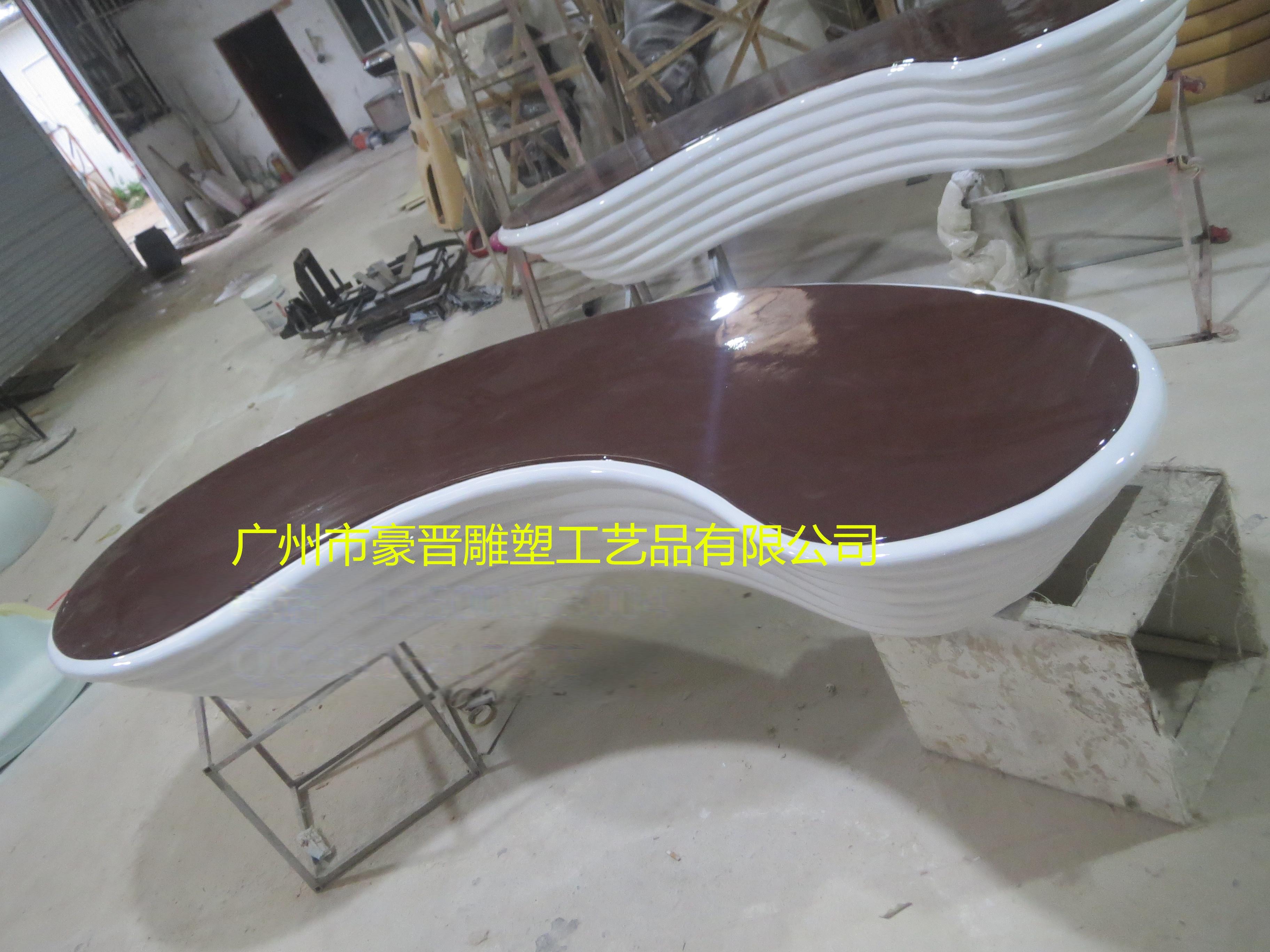 工艺品 材质工艺品 塑料和树脂工艺品 > 厂家直销特色玻璃钢坐凳雕塑