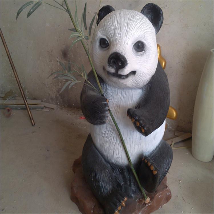 大熊猫模拟动物写真雕塑深圳欧泰斯玻璃钢树脂工艺品厂家定制