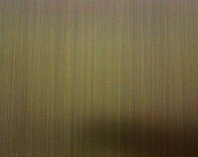佛山不鏽鋼拉絲青古銅板銷售熱線:張加月188-2313-9012產品說明:產品材質:201、304、316L等等產品顏色:紅銅、紅古銅、青銅、青古銅、古銅發黑、黃銅、黃古銅等。(可來樣定製顏色)板材厚度:冷軋板:0.3-3.0mm;熱軋板:3.0-50mm產品樣品:可提供打樣、免費提供色卡樣板板材規格:常規寬度:1000mm,1220mm,1500mm,可按要求訂製鍍色工藝:電鍍、水鍍產品用途:不鏽鋼門套包邊、踢腳線、門板、以及酒店、KTV、會所、夜店、餐廳、商場、酒吧、別墅、客廳、辦公室等產所的裝飾。