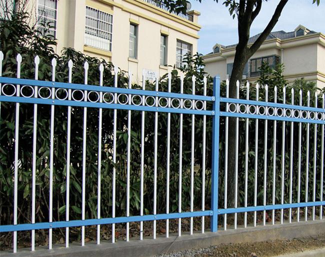 新型组装式插接镀锌锌钢护栏 社区小区厂区围墙图片