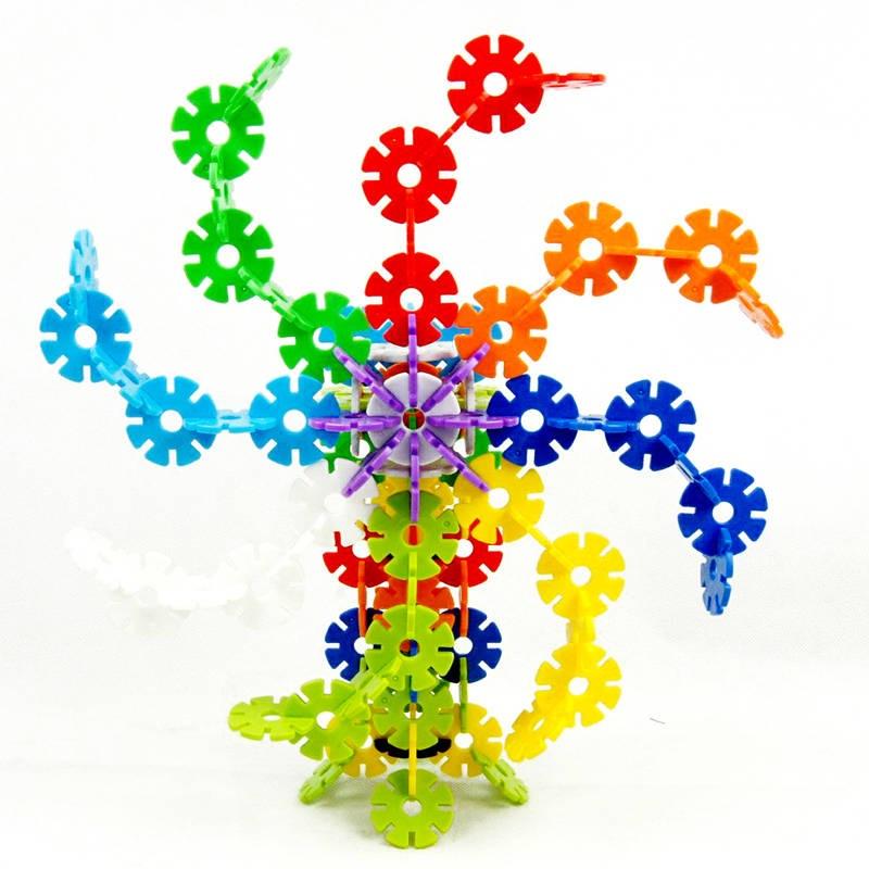 此玩具爲雪花状多彩塑料积木,可以培养儿童的想像力与动手能力,能靠儿童自己的双手拼成各种造型。塑料原料无毒无味,安全而且美观大方。另外,我司还能爲您设计各种塑料玩具,比如变形金刚、芭比娃娃等。  下面 下麪爲产品样品: