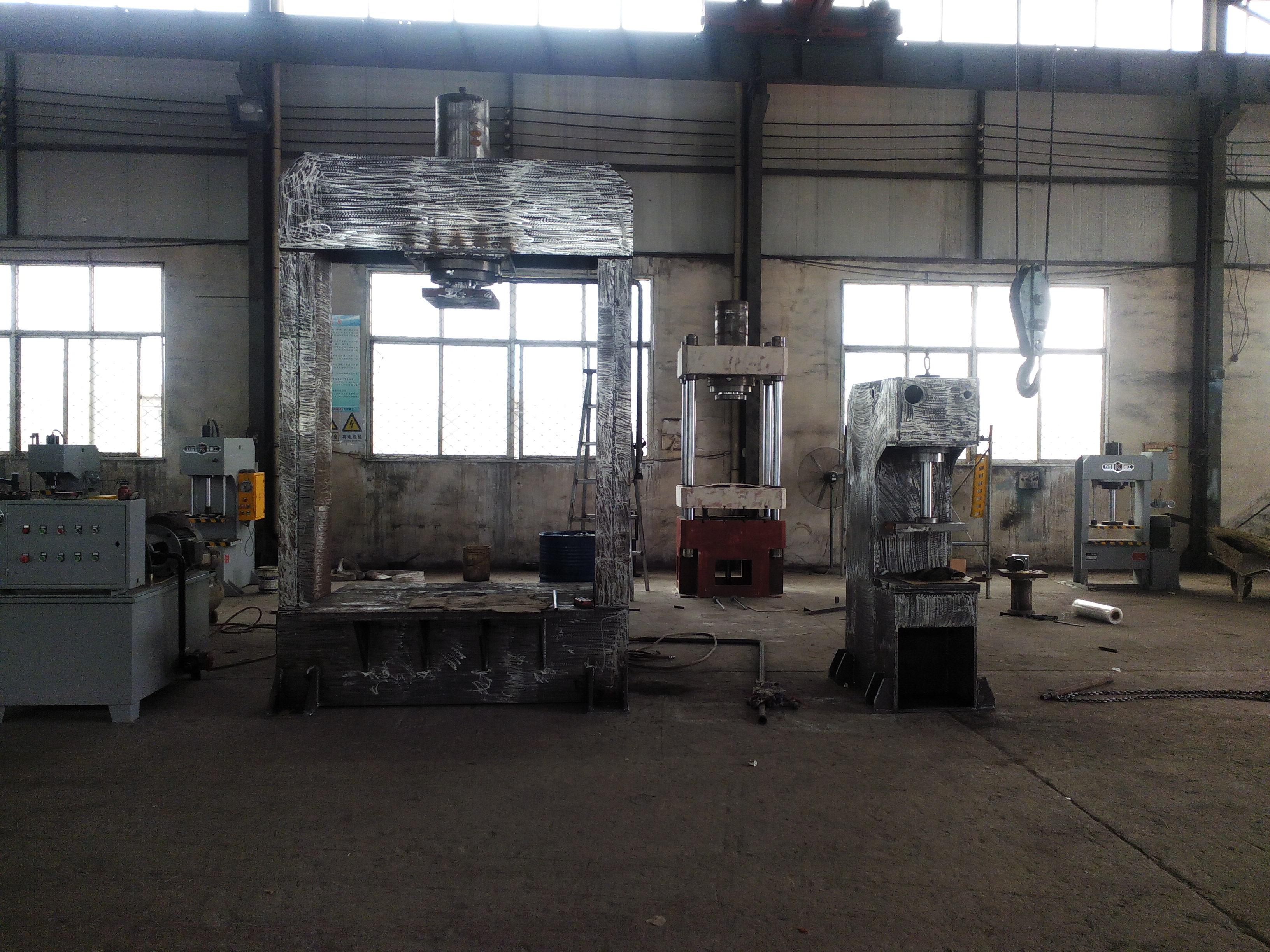 青岛力控重工200吨龙门液压机图片