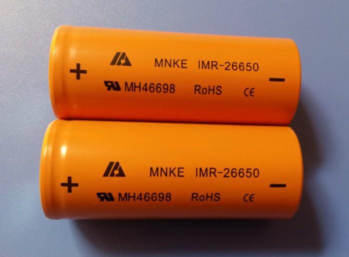 MNKE 錳克 IMR26650動力鋰電池 3.7V 1600mAh 正品動力電池 注意哦,內阻在25毫歐姆以下哦 此電池可以30-50A電流持續工作!!! 專用持續大電流工作產品,如電子煙、飛機航模、電動工具! 錳克 MNKE IMR26650-3500動力鋰電池 1、型號:MNKE IMR26650 動力鋰電池 2、標準容量: 3500mAh 3、最低容量: 3400mAh 4、額定電壓: 3.