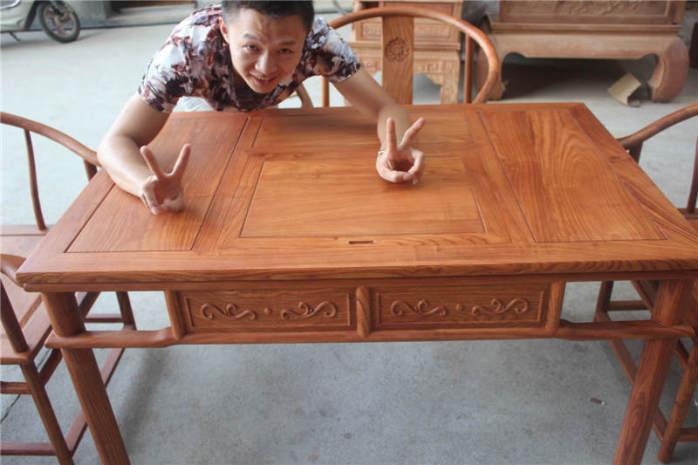 主要红木家俱产品类别: ●书房系列:办公桌,书柜,博古架,画案,卷头几