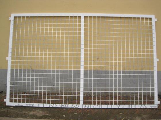 生產定做高速公路護欄隔離欄杆鐵路鋼絲網欄杆浸塑隔離柵