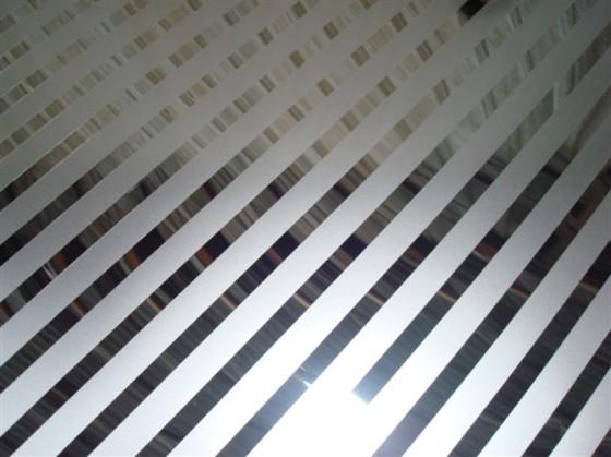 厂销售高品质不锈钢高精磨镜面板局部喷砂做条形花纹